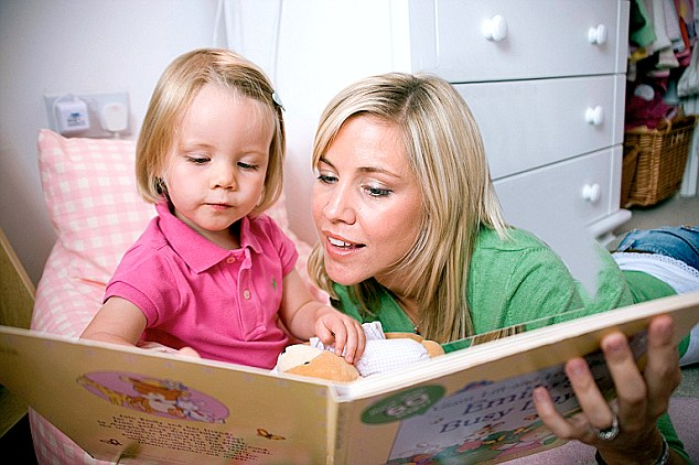 B4WNBN Bedtime story Book Child Mother Reading book Teddy